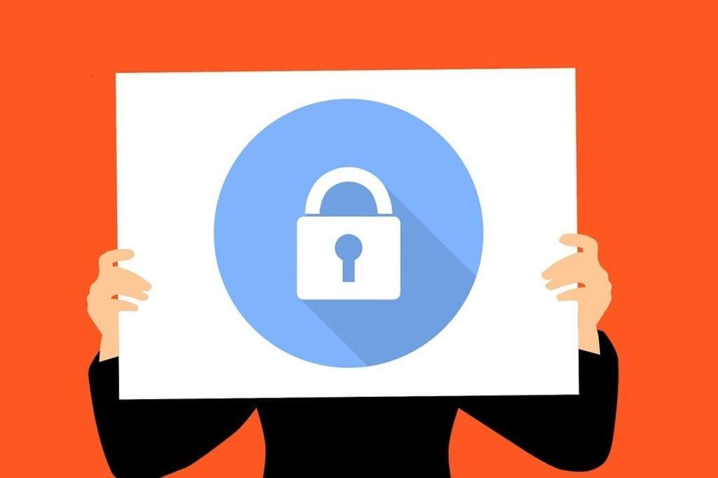 Funkcja Bitlocker - biznes, osoba trzymająca kartkę