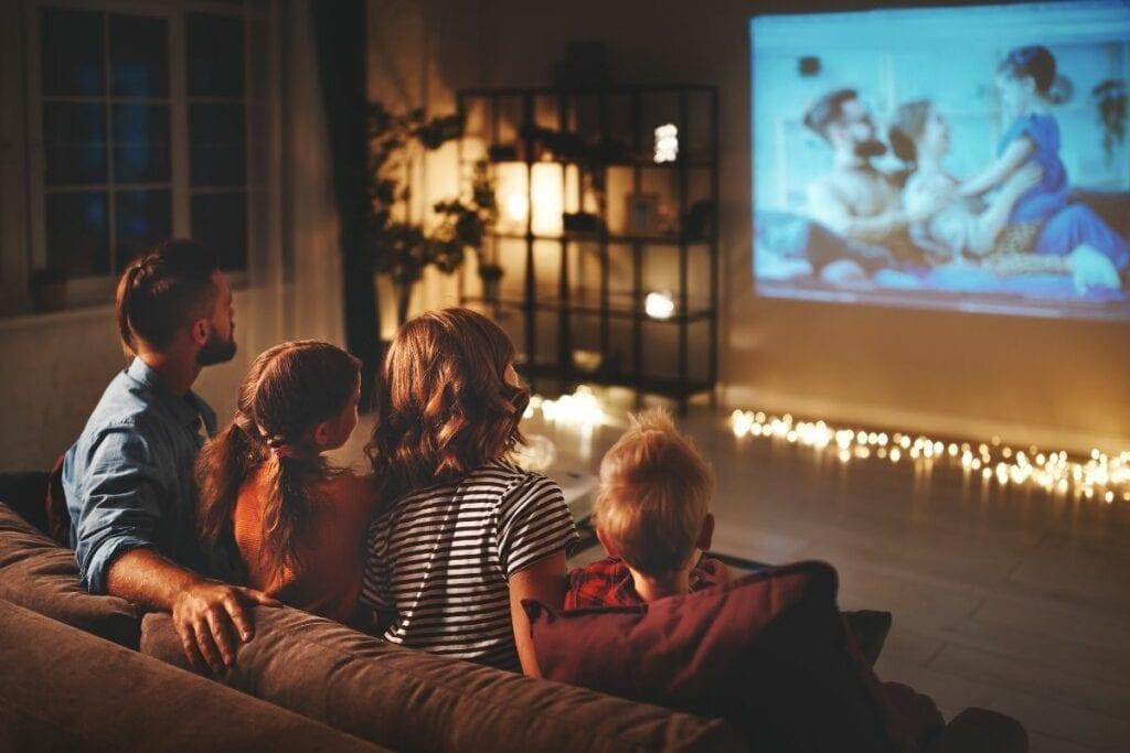 Gdzie oglądać seriale online za darmo - kino w domu z rodziną