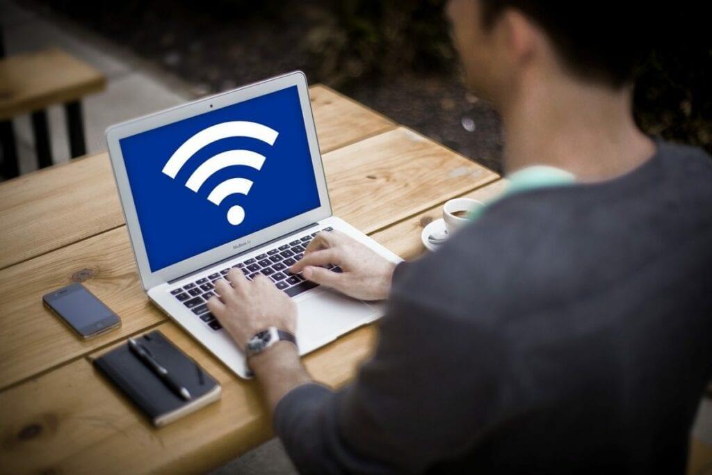 jak udostępniać internet z telefonu - laptop