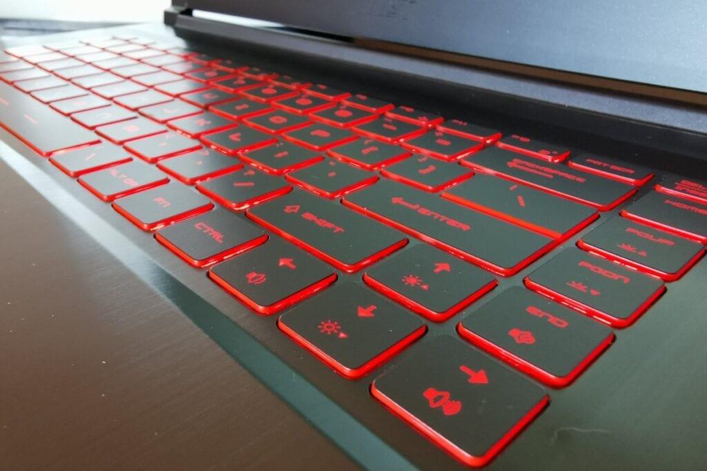 Recenzja MSI GF65 Thin 10UE-052XPL - klawiatura, podświetlenie