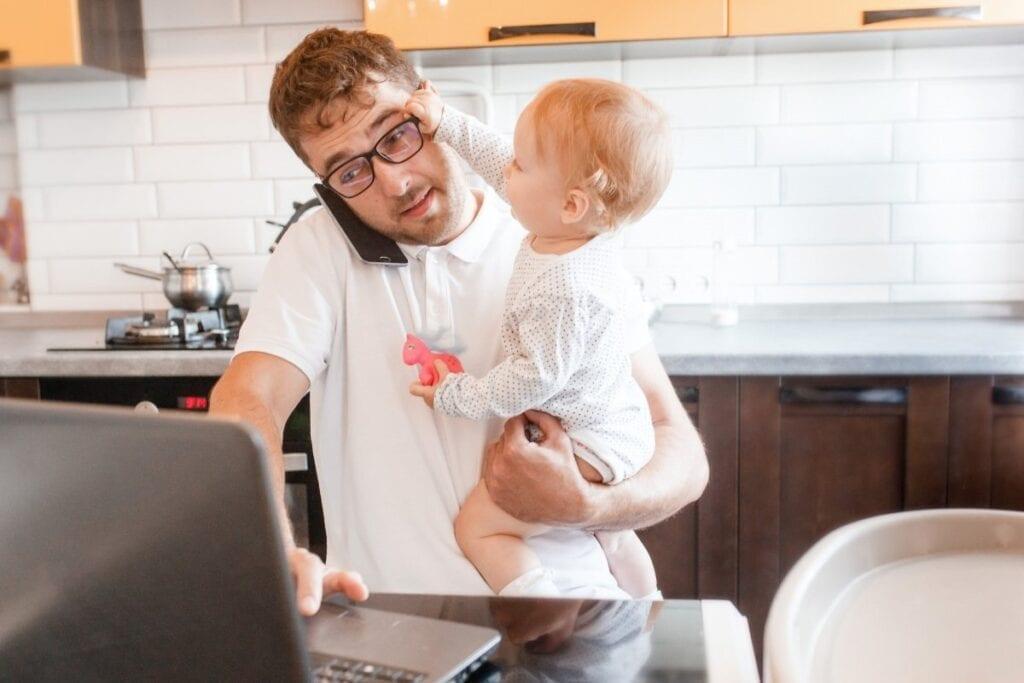 Masz już dosyć pracy zdalnej i spotkań na kamerkach - dziecko w domu