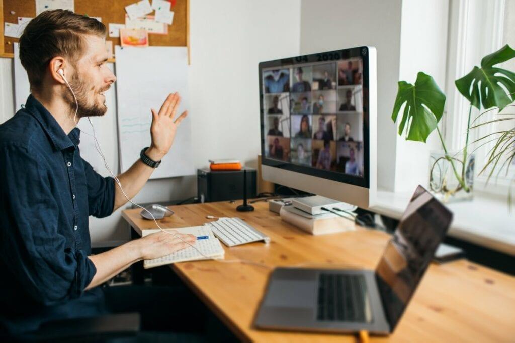 Masz już dosyć pracy zdalnej i spotkań na kamerkach - sprzęt, słuchawki