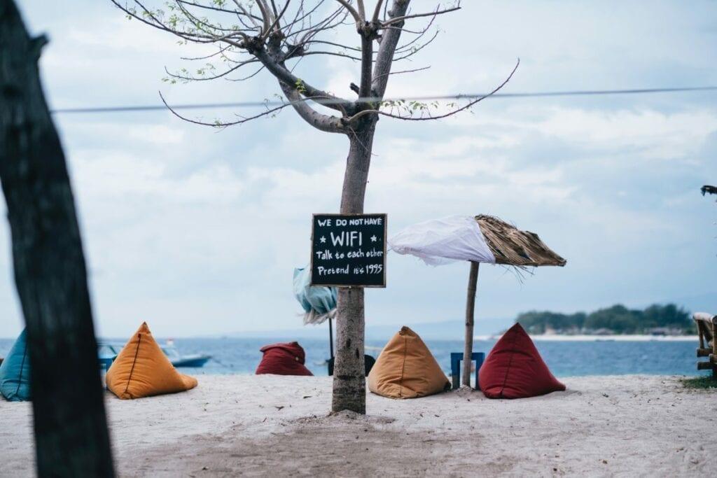Wszystko, co musisz wiedzieć o roamingu - wifi, plaża, zasięg