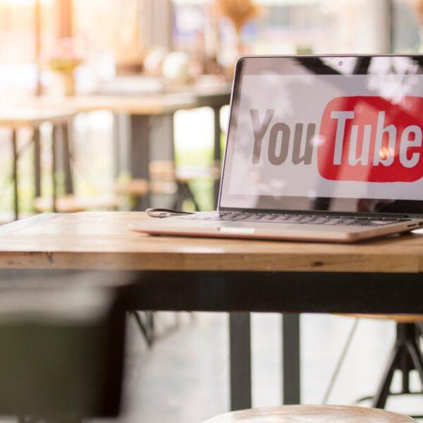 YouTube jako źródło zarobku - laptop