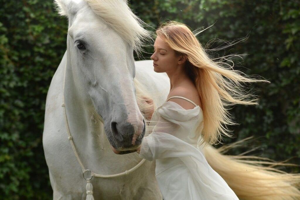 Najlepsze gry o koniach - dziewczyna