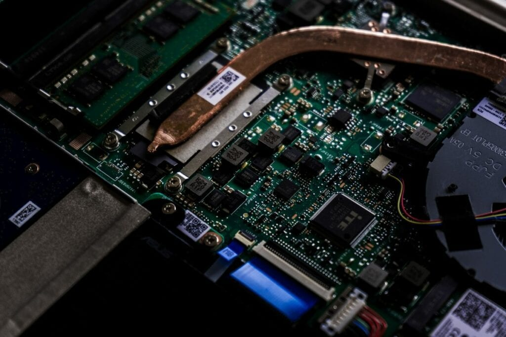 Jak włączyć BIOS w laptopie - podzespoły