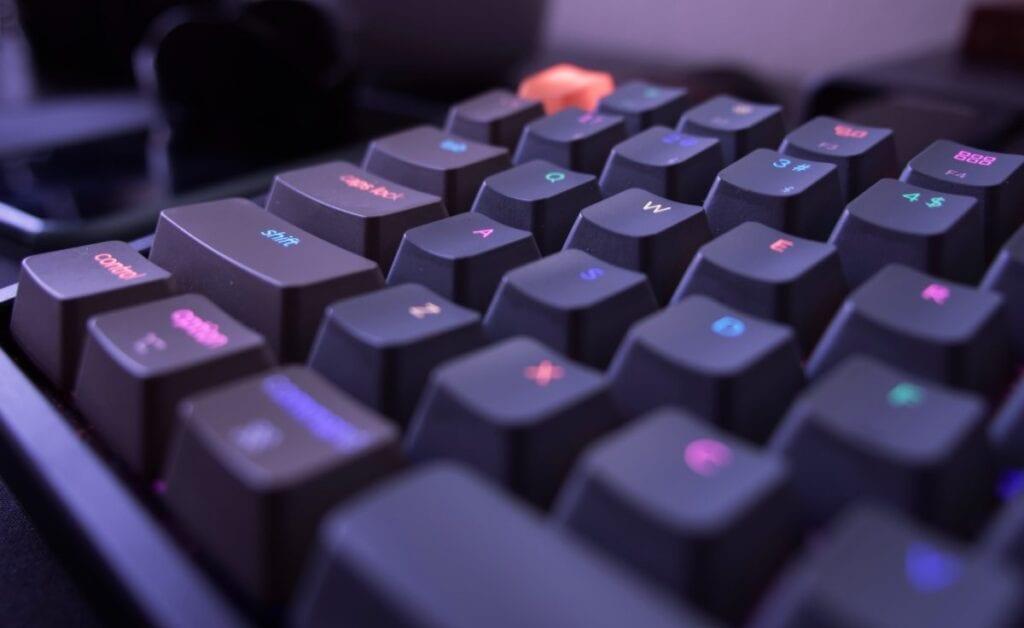 Jak wyczyścić klawiaturę - czysto, RGB