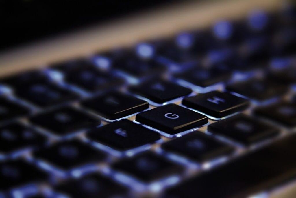 Czyszczenie klawiatury, podświetlenie