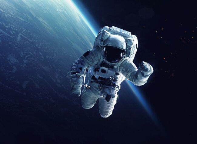 astronauta a kosmonauta