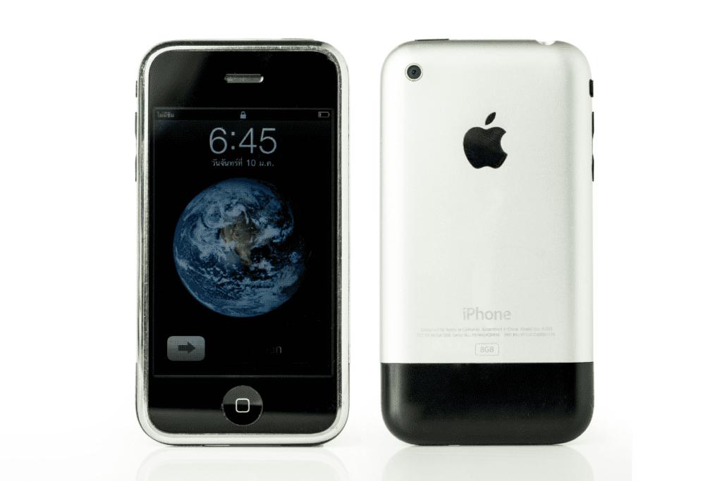 Pierwszy iPhone w wariancie białoczerwonym