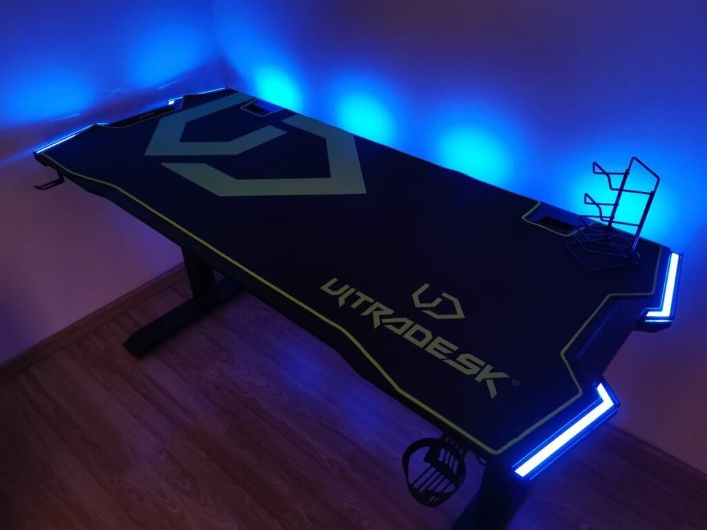 Ultradesk Force - niebieskie podświetlenie