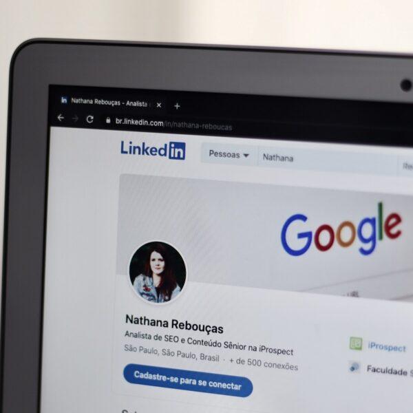 LinkedIn CV — jak wygenerować CV, jak stworzyć własne Wysyłanie i pobieranie CV przez LinkedIn