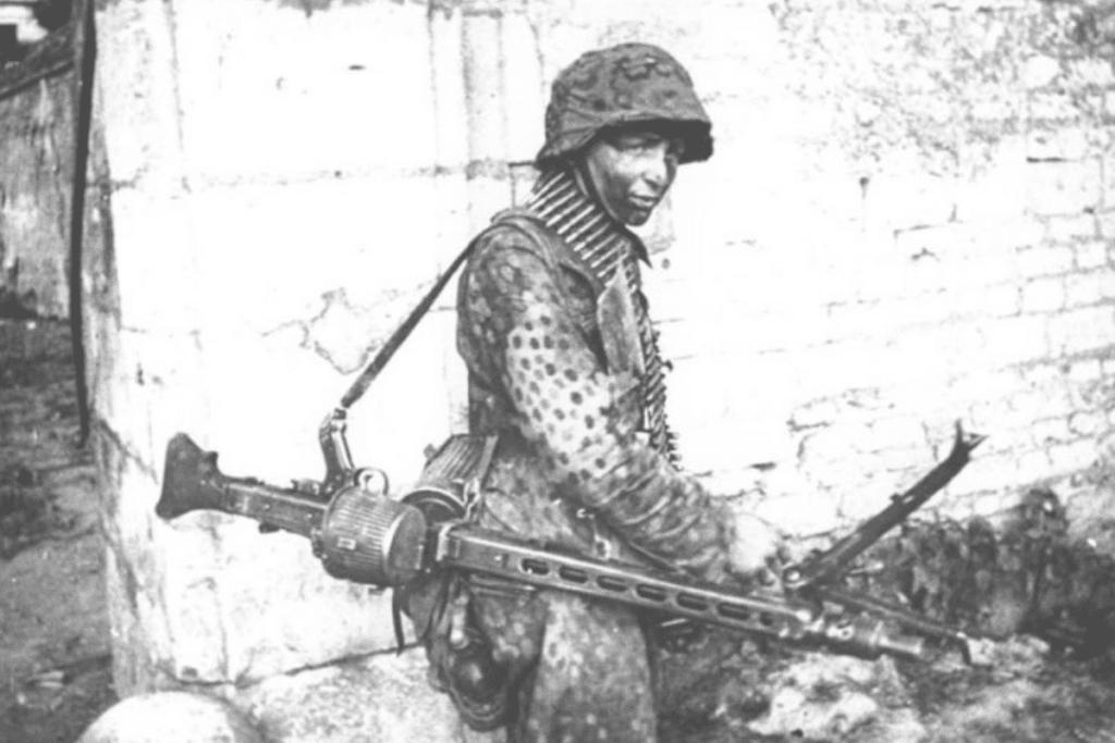 Żołnierz z MG 42