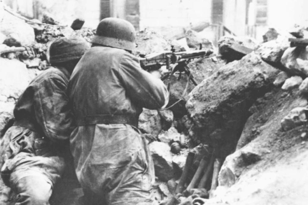 Żołnierze obsługujący MG 42