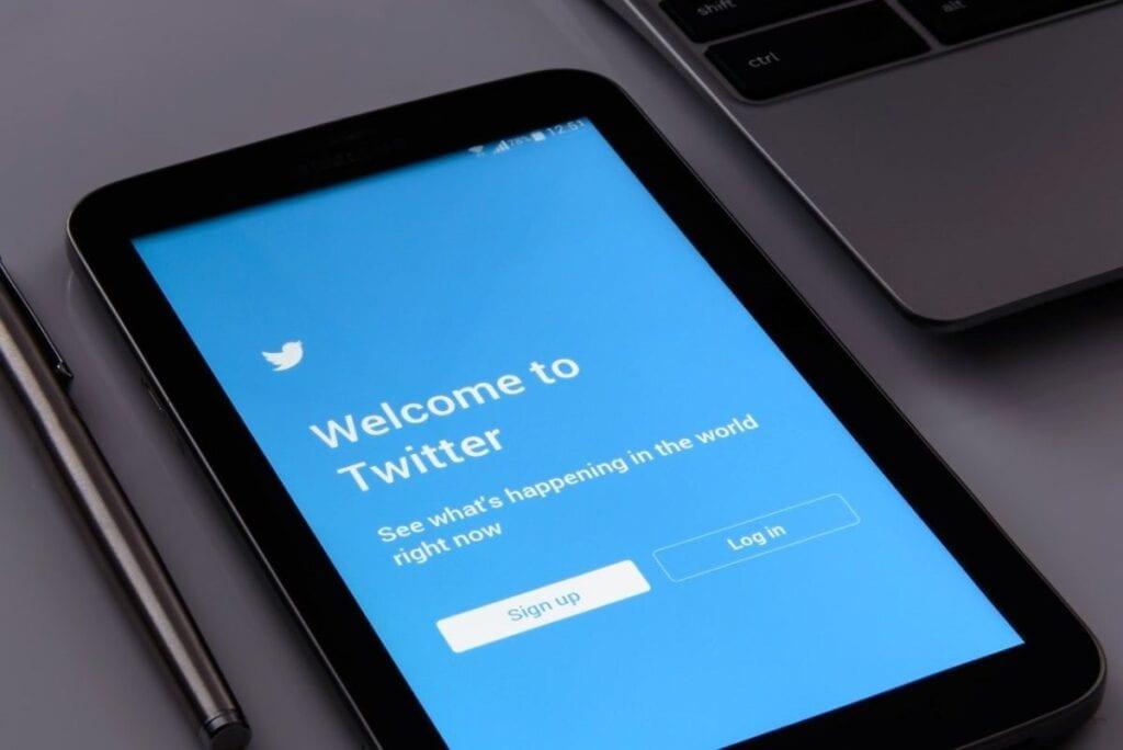 Jak udostępnić Tweeta - nowe osoby