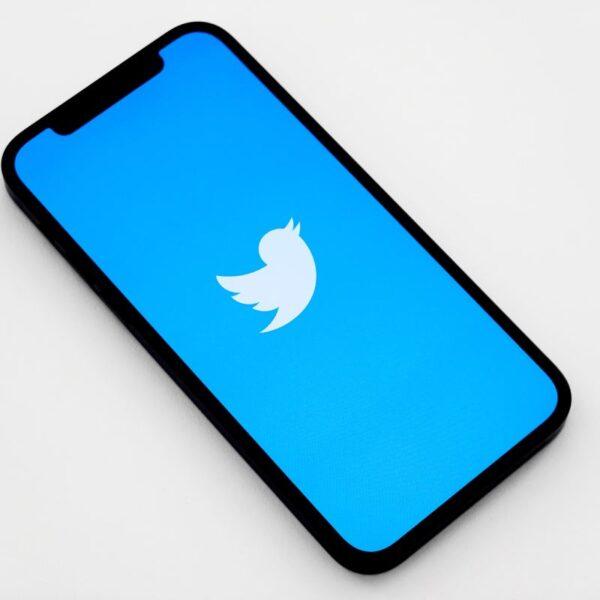Jak udostępnić Tweeta