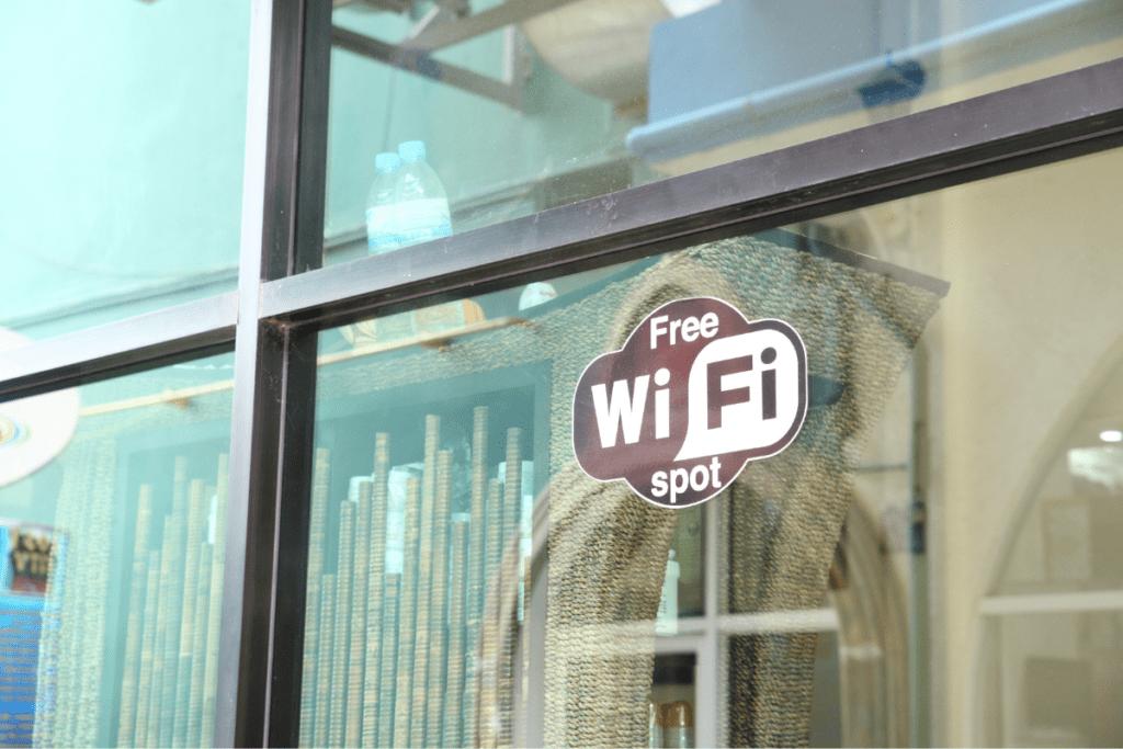 Zabezpieczenia na telefon a darmowe WiFi