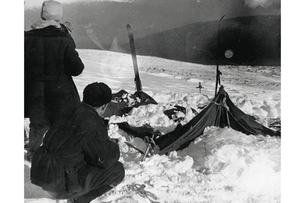 Przełęcz Diatłowa - pozostałości namiotu