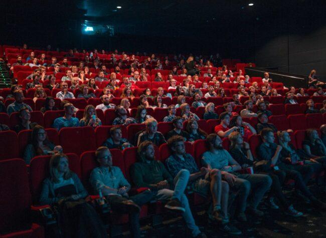 sala kinowa pełna ludzi