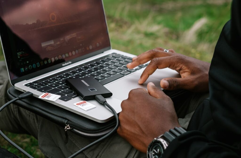 macbook dysk zewnętrzny karta pamięci laptop