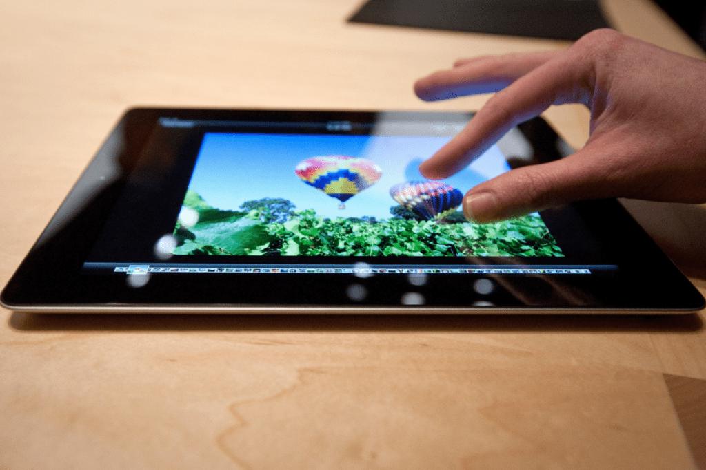 tablet z ekranem retina