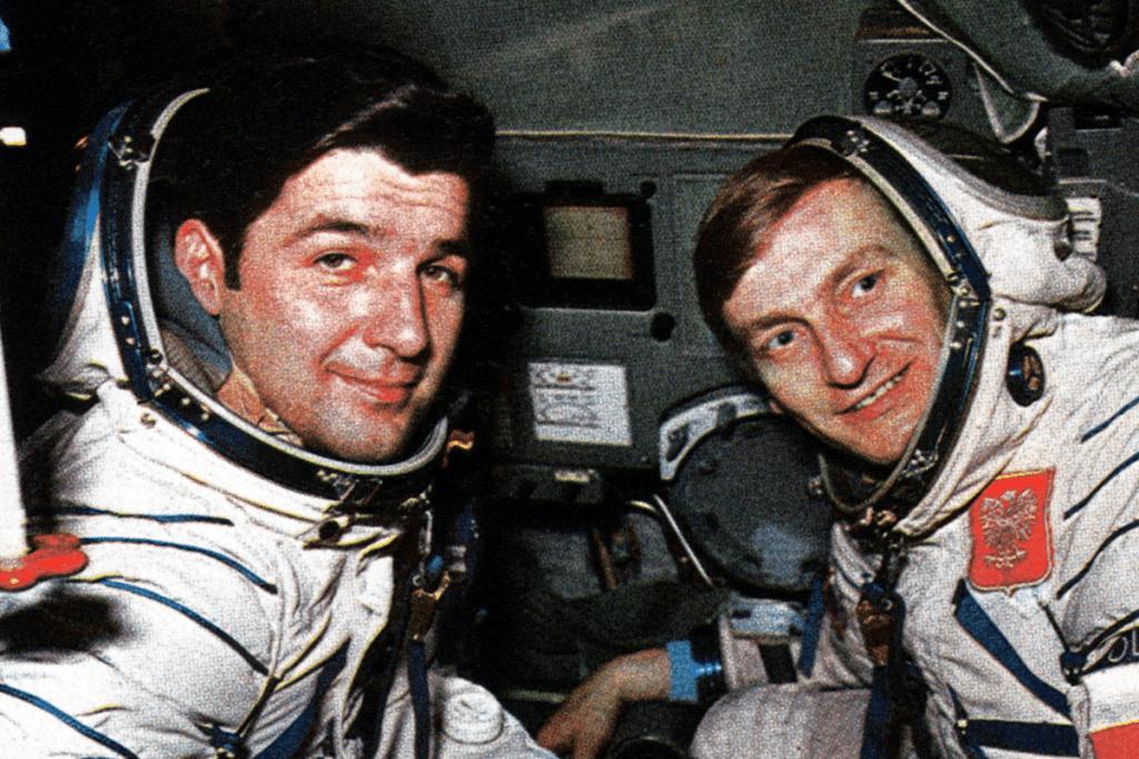 Astronauci w rakiecie