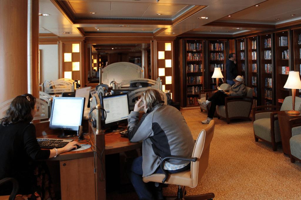 Kafejka internetowa w bibliotece