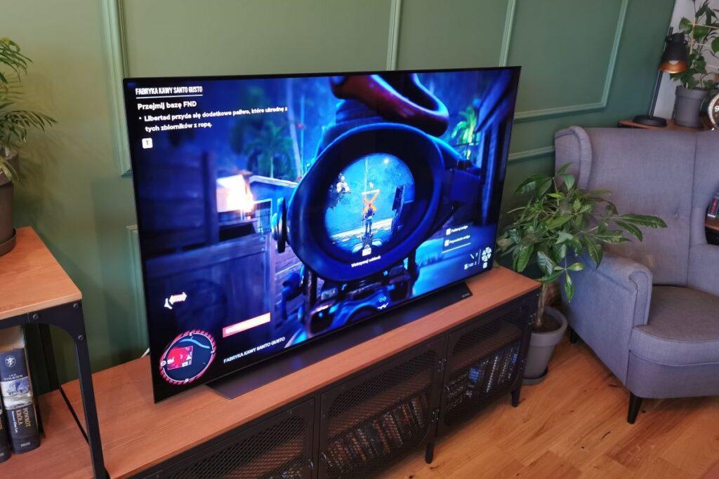 LG OLED telewizor w salonie gry