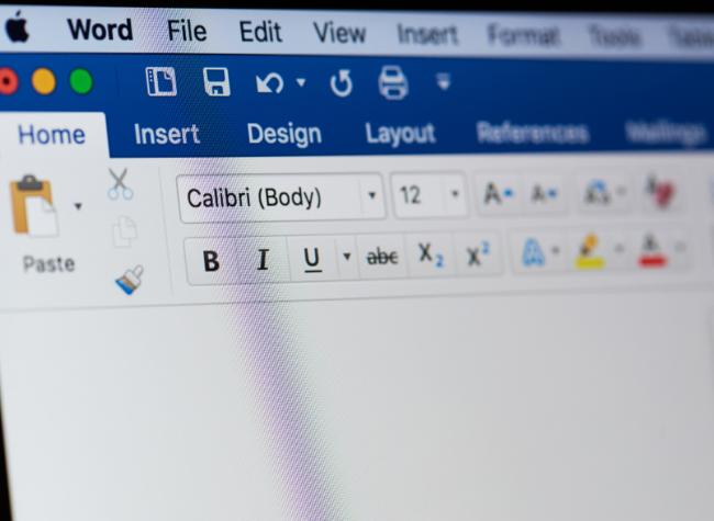 Jak usunąć pustą stronę w Wordzie?