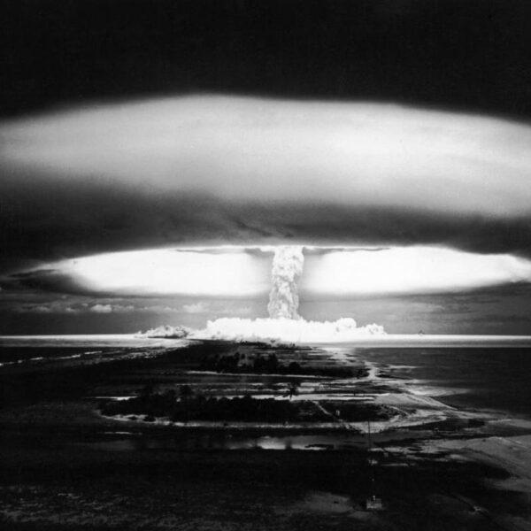bomba atomowa - wybuch na mururoa